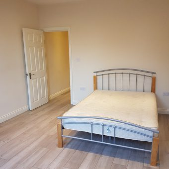 Large Studio Flat Green Lanes N4