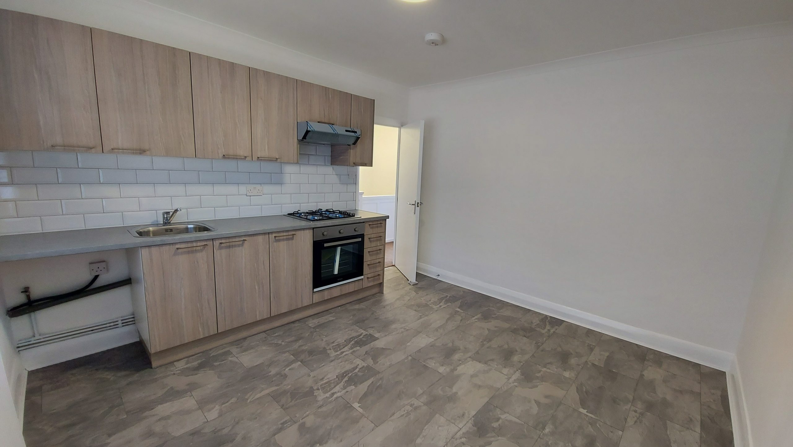 2 Bed Flat Longacre Road E17 4DT Walthamstow